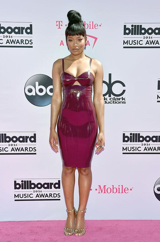 <p>Presenter Palmer braved the Las Vegas heat in fuschia latex and an updo that highlighted her partially shaved head. Her peekaboo cutout is on trend, and she paired the slinky frock with neutral striped heels.<i><b><br /></b></i></p><p><i>(Photo: David Becker/Getty Images)</i></p>