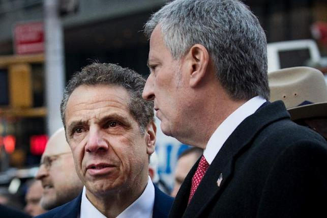 New York Governor Andrew Cuomo (L) and New York City Mayor Bill de Blasio, seen in a December 2017 picture, both denounced the job cuts at the New York Daily News, with the governor suggesting the possibility of state aid (AFP Photo/Drew Angerer)