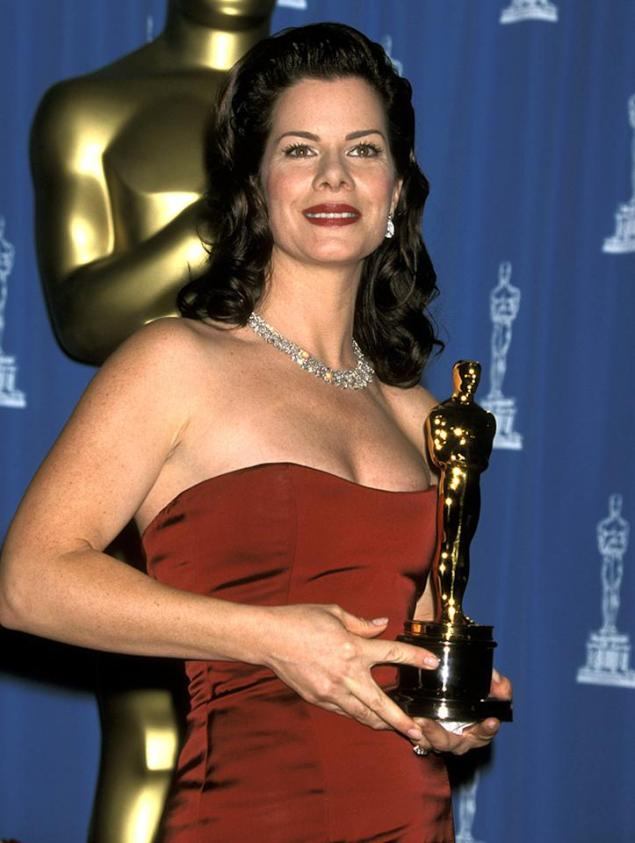 Marcia Gay Harden wins Best Supporting Actress 'Pollock' (2001)
