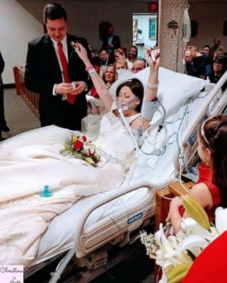 Bride Dies of breast cancer after exchanging vows