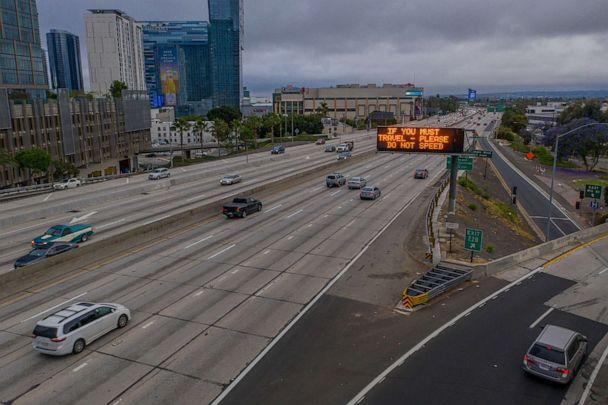 PHOTO: a bird's eye view shows a sign prohibiting drivers from speeding, while morning traffic on the Interstate 110 freeway is gradually increasing as the coronavirus pandemic continues in Los Angeles, May 18, 2020 (David Mcnew / Getty Images)