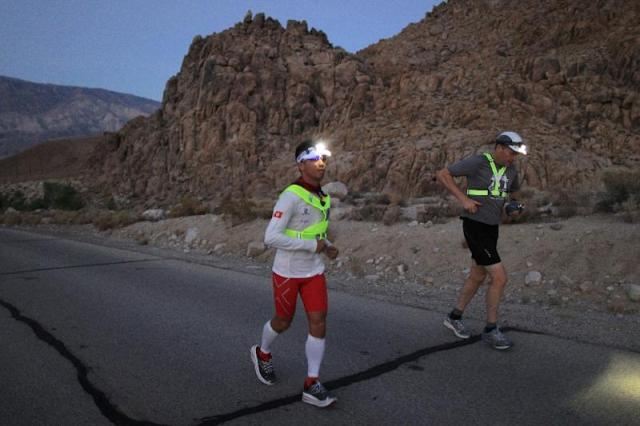Chor Kim Law (left) finishes a 135-mile ultra marathon in 2013 in Death Valley National National Park in California (AFP Photo/DAVID MCNEW)