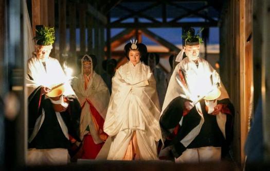 الإمبراطورة ماساكو خلال طقس دايجوساي   عبر كيودو