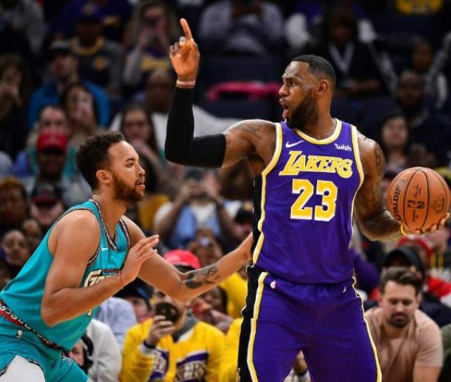 Lakers Eke Out Win Over Grizzlies Spurs Halt Skid