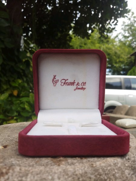 Box Cincin Frank & Co