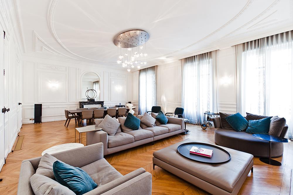 Visite prive dun appartement haussmannien de 250 m2 rnov dans la tradition