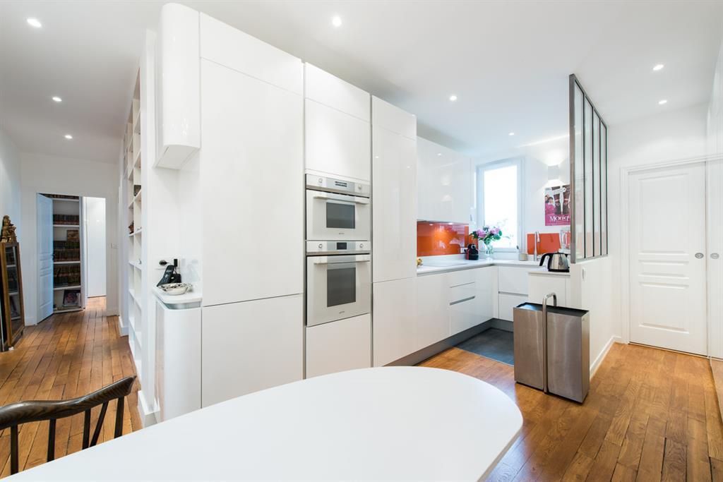 Une verrire spare lentre de la cuisine SK concept Paris
