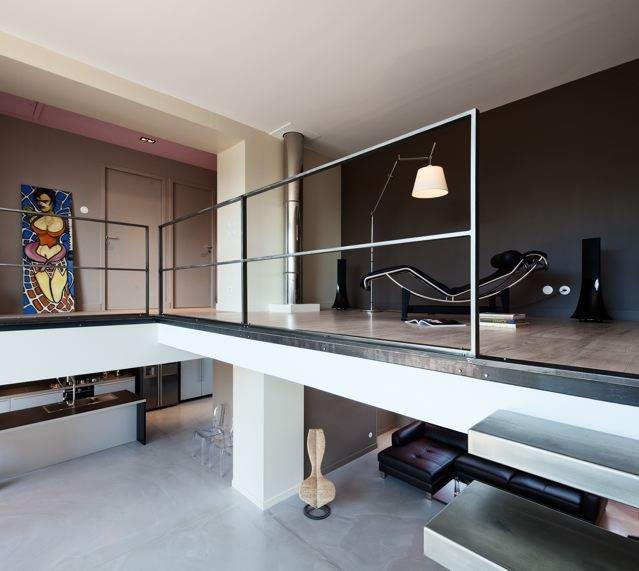 Mezzanine avec accs aux chambres et salles de bain