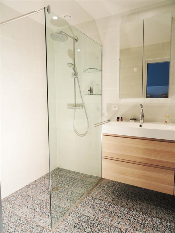 image petite salle de bain pratique
