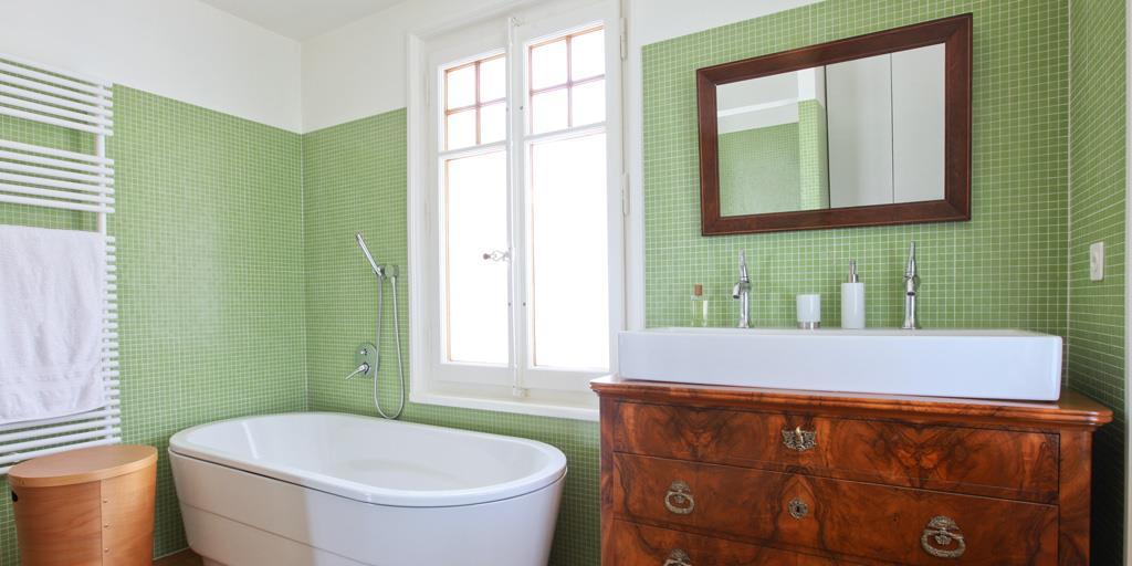 Carrelage salle de bain vert eau