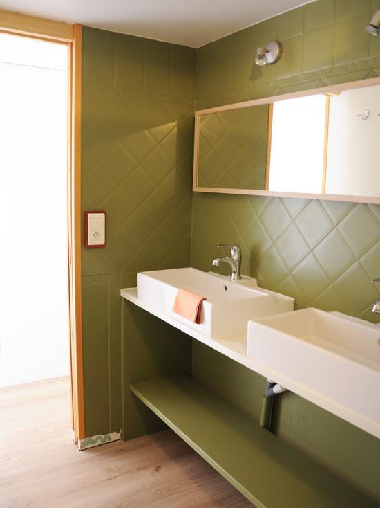 de bain rdc ambiance vert kaki et bois