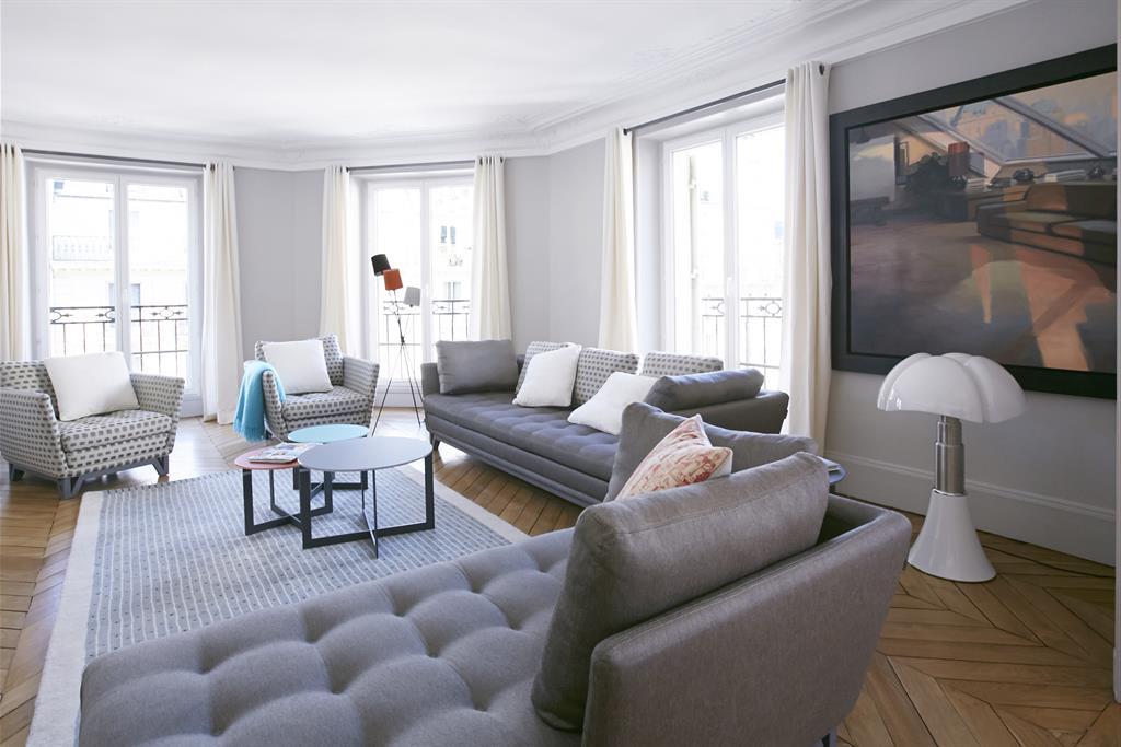Grand Salon moderne dans les tons gris bertille bosset