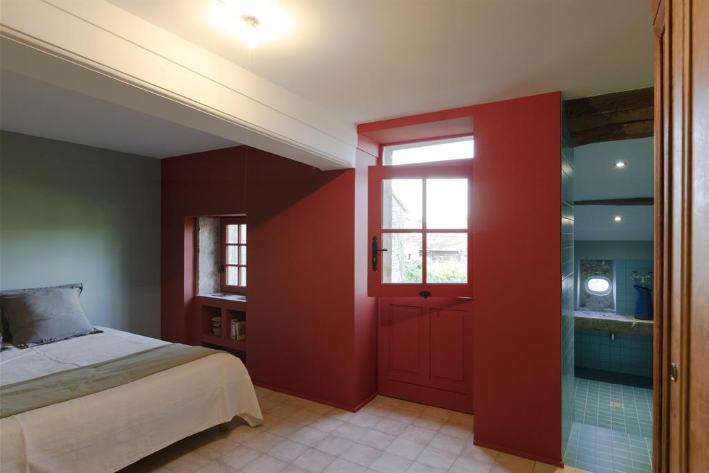 Chambre de maison de campagne avec petite salle deau attenante