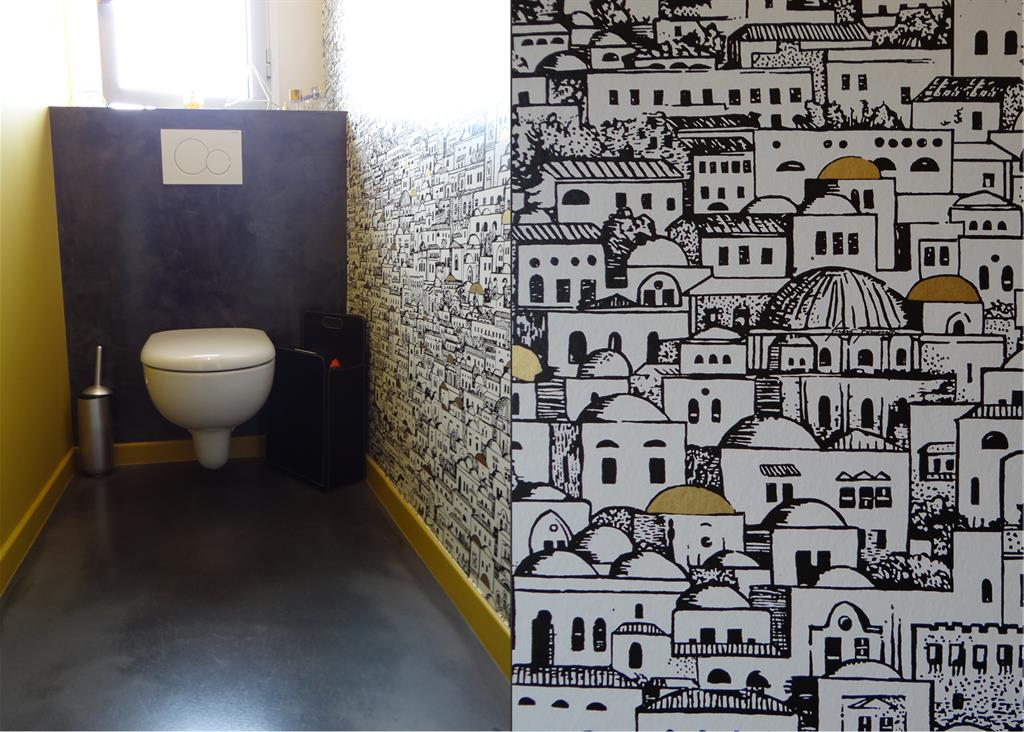 image toilettes modernes avec papier peint imprime