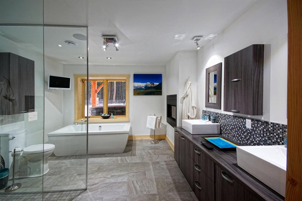 Grande salle de bain avec douche Habitation Kyo photo n05