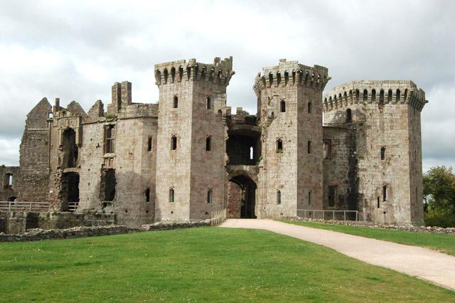 Cheap Attraction tickets raglan castle