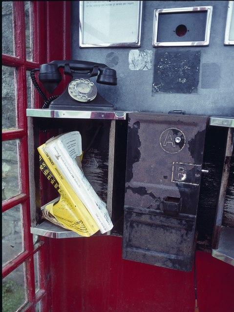 Inside the Foula telephone box  Mike Pennington ccbysa