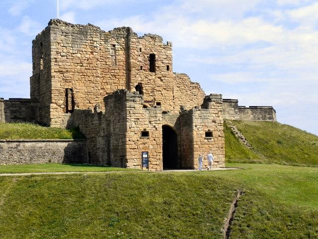 Tynemouth Castle Gatehouse  David Dixon ccbysa20