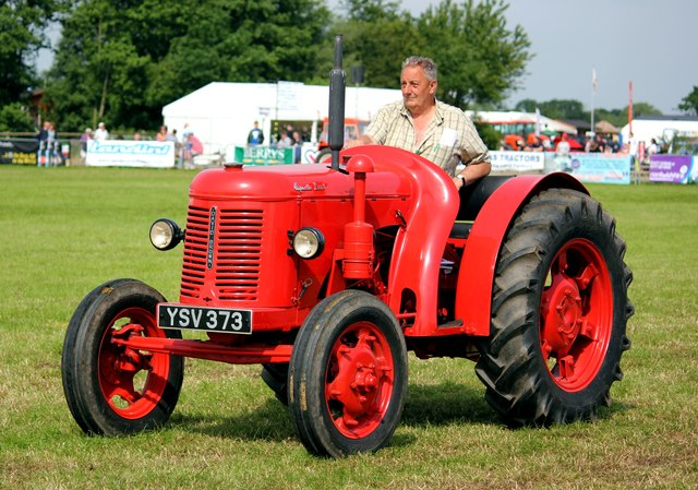 Vintage Tractor at the Cheshire Show  Jeff Buck