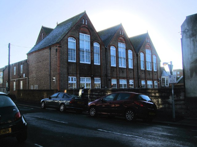 Queens Park Primary School  Paul Gillett  Geograph