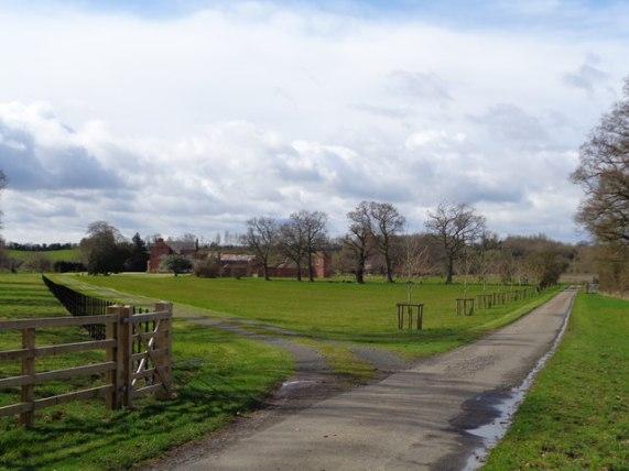 Manor Farm, Elmbridge Green, © Jeff Gogarty cc-by-sa/2.0