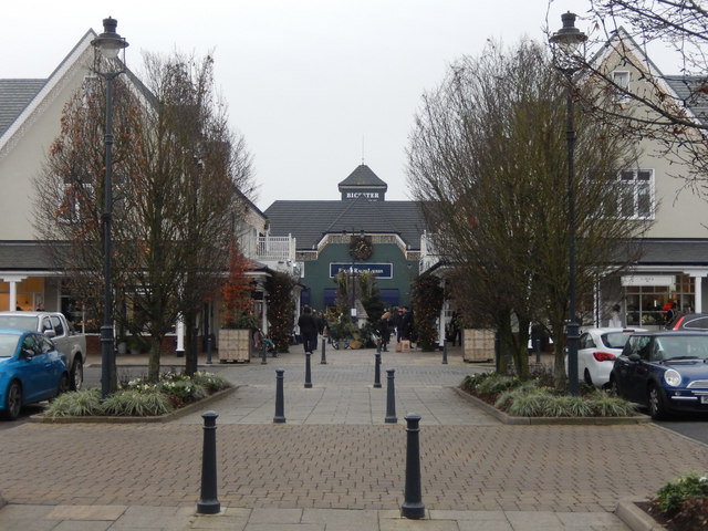 Bicester Village  Stephen McKay ccbysa20  Geograph Britain and Ireland