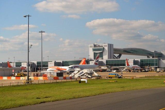 Resultado de imagen de gatwick airport