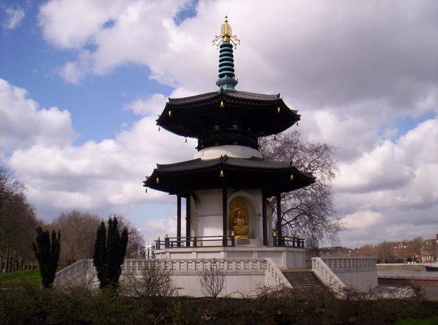 La pagode de la paix à deux étages, Battersea Park, Londres