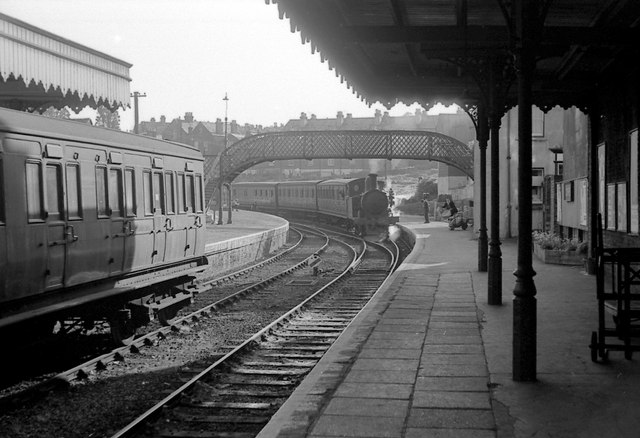 Cowes Railway Station Isle of Wight  John Lucas ccbysa