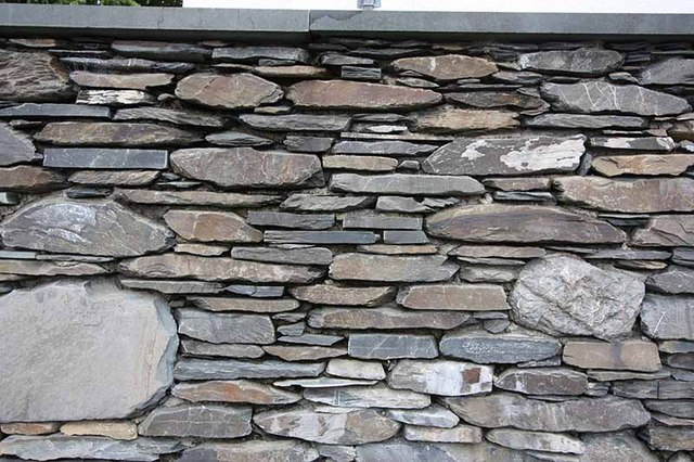 Slate Garden Wall Blackwell House © John Salmon Ccbysa2