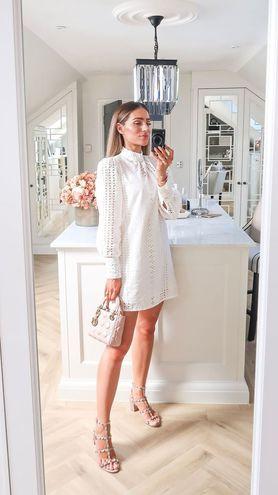 Білі і молочні сукні для зустрічі Нового року 2021
