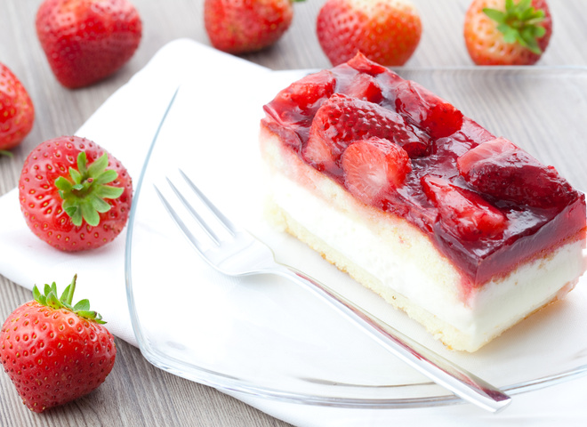 148642 shutterstock 63159025 - Cake with strawberries: amazing spring dessert
