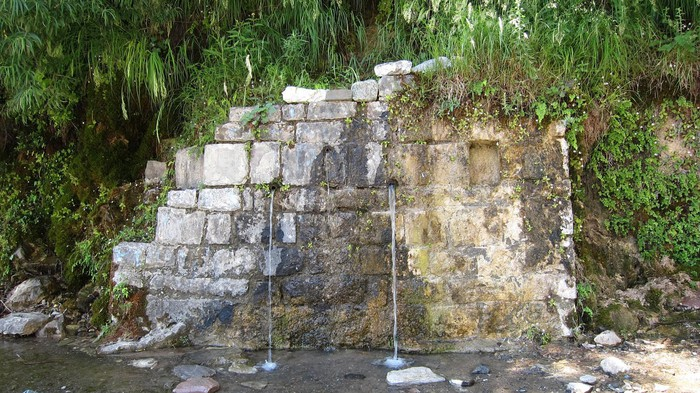 The queen's spring, on the Qafe Shtame road