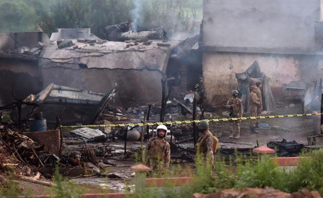 Pakistan 17 Dead 12 Injured As Army Plane Crashes Into