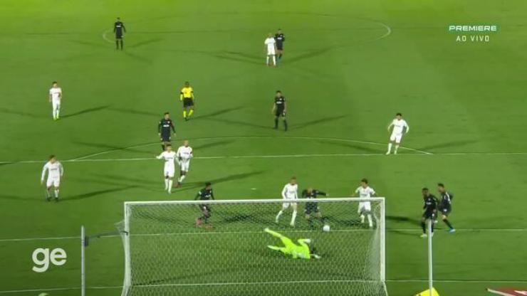 Aos 10 min do 1º tempo - gol de dentro da área de Ytalo do Bragantino contra o Palmeiras