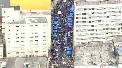 A 20 dias do Natal, São Paulo tem sábado de aglomerações no comércio