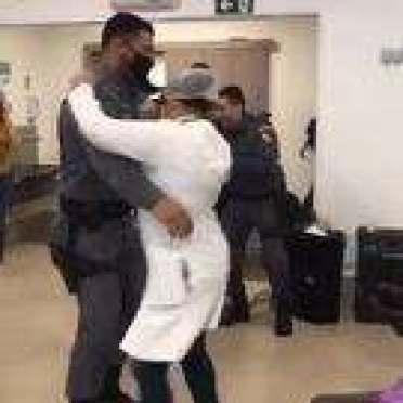 Policial dança com enfermeira em clínica de Cuiabá