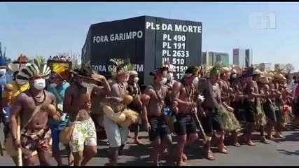 Indigenous people protest at the Esplanada dos Ministérios, in Brasília
