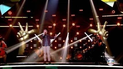 Gustavo Bardim sings 'Disparada'