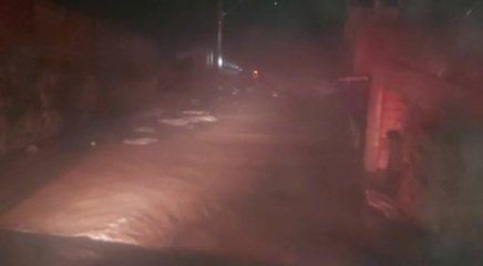 Bombeiros resgatam avó e neta que estariam se afogando em enchente após chuva na Grande BH