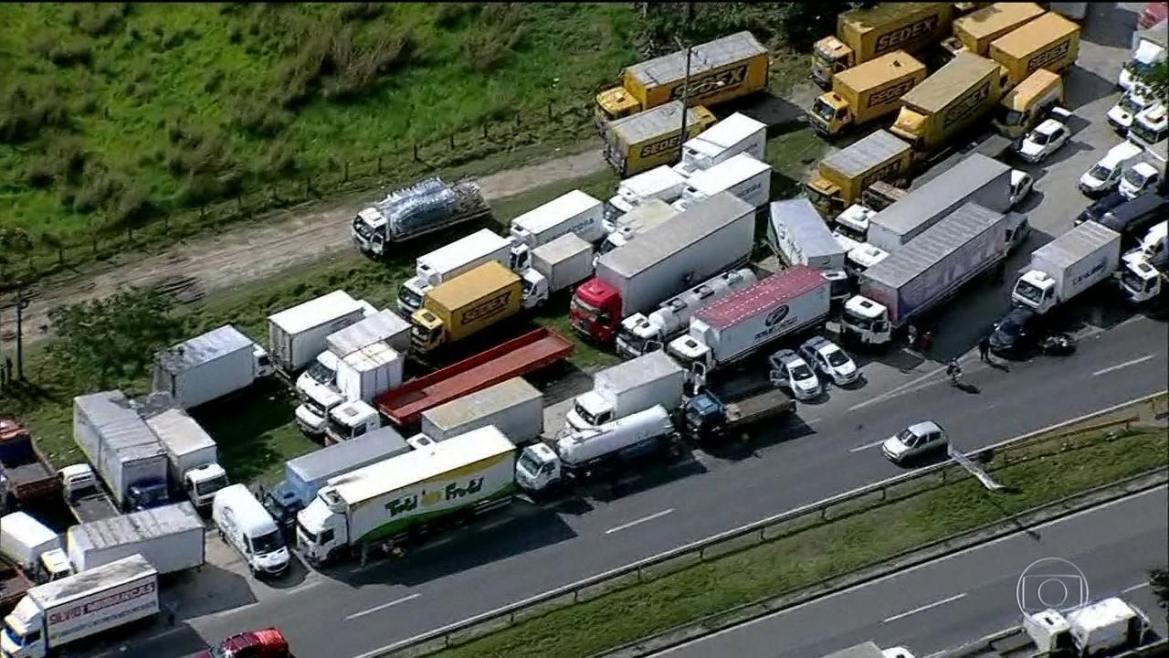 Greve dos caminhoneiros chega ao quarto dia com bloqueios em estradas