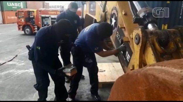 Receita apreende mais de 800 kg de cocaína em máquina escavadeira no Porto de Paranaguá
