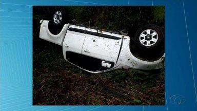 Motorista morre após perder o controle, capotar e cair em ribanceira em trecho da BR-101