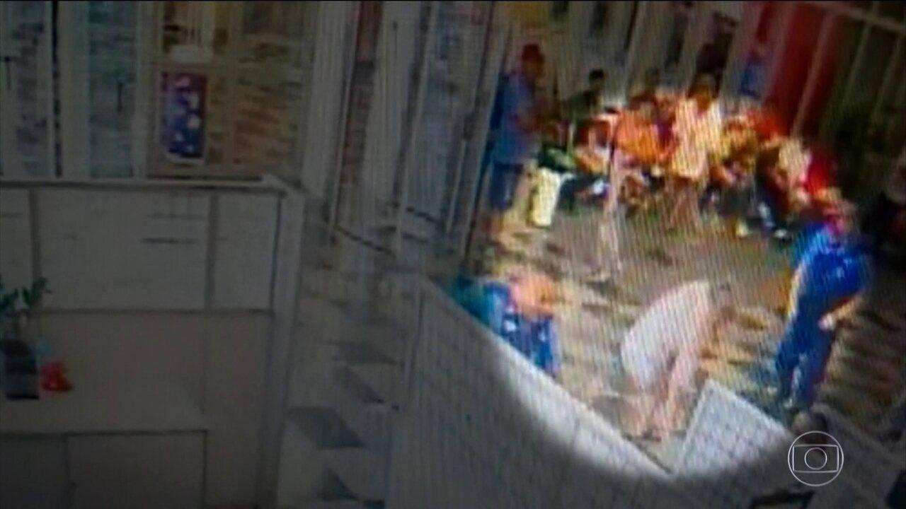 7614396 - DEPOIS DE CONFUNDIR IDOSO COM LADRÃO: vigilante diz que mirou na perna, mas acabou atirando na barriga de cliente de banco - VEJA VÍDEO