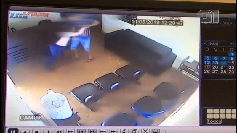 Câmera registra mulher sendo agredida por ex-companheiro dentro de DDM em Andradina