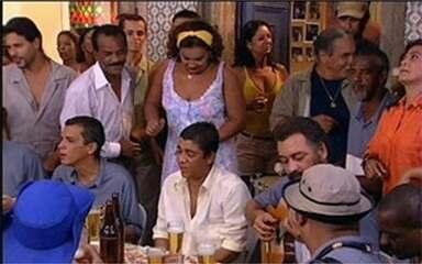 Zeca Pagodinho visits Dona Jura's bar
