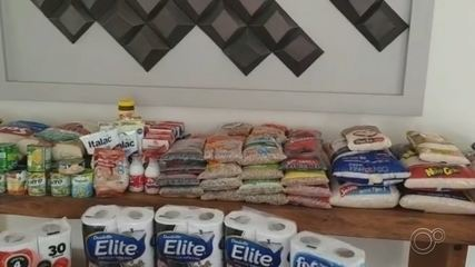 Moradores de condomínio se unem para arrecadar alimentos em Salto