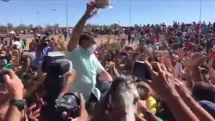 Bolsonaro inaugura obra e provoca aglomeração no Piauí e na Bahia