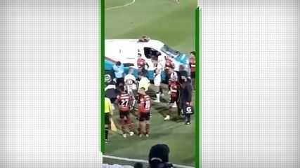 """Olimpia fans call Flamengo players from """"monkeys"""", during the Libertadores game"""