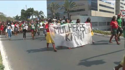 Indigenous women march against the 'timeframe' in Brasília